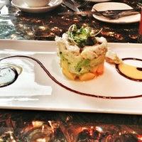 Foto tomada en McCormick & Schmick's Seafood and Steaks por Lulu X. el 3/27/2013