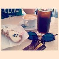 Foto scattata a Caffè Pino da Linda M. il 7/22/2014