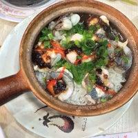 Photo taken at Kwan Kee Claypot Rice by G M. on 1/10/2014