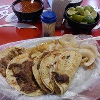 Foto tomada en Tacos El Ranchero por Alvaro N. el 10/19/2012