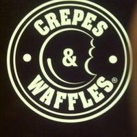 10/27/2013 tarihinde Eden E.ziyaretçi tarafından Crepes & Waffles'de çekilen fotoğraf