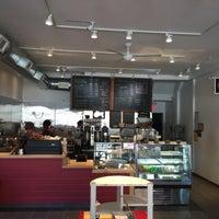 Foto diambil di Star Liner Cafe & Market oleh Chris M. pada 10/11/2015