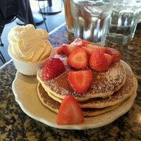 รูปภาพถ่ายที่ Richard Walker's Pancake House San Diego โดย Adora H. เมื่อ 10/17/2012