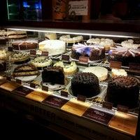 Foto scattata a The Cheesecake Factory da Adora H. il 10/12/2012