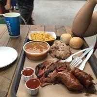 Foto tomada en Pinche Gringo BBQ Warehouse por Mario G. el 7/7/2018