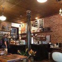 8/9/2012 tarihinde Kiaziyaretçi tarafından Lenox Coffee'de çekilen fotoğraf