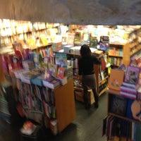 Foto tirada no(a) Livraria da Vila por Julio B. em 11/27/2012