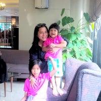 Photo taken at Lobby Hilton by Roza Keumala Sari on 9/22/2013