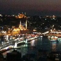 Das Foto wurde bei The Green Park Taksim Hotel von Negri M. am 12/16/2012 aufgenommen
