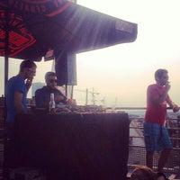 Photo prise au Play Label Rooftop par Piwy C. le7/13/2013