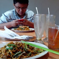 Photo taken at Bakmi Japos, Patal Senayan by erlangga h. on 2/9/2014