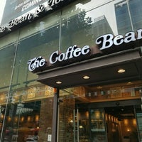 Photo taken at The Coffee Bean & Tea Leaf by KM L. on 10/16/2016