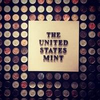 Das Foto wurde bei United States Mint von Noj Otsëit A. am 7/24/2014 aufgenommen