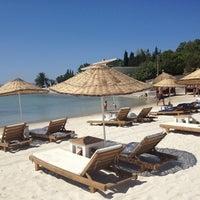 Foto diambil di Laika Beach oleh Burçin K. pada 7/28/2013