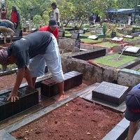 Photo taken at Tempat Pemakaman Umum Karet Tengsin by Tri Putra I. on 7/6/2013