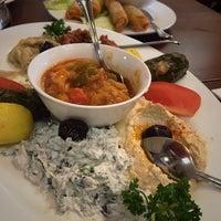 Das Foto wurde bei Uskudar Turkish Restaurant von Ceyda E. am 3/1/2017 aufgenommen