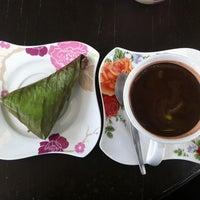 9/21/2012 tarihinde AuTo™ziyaretçi tarafından ร้านกาแฟไม้หมอนกรมอู่ทหารเรือ'de çekilen fotoğraf