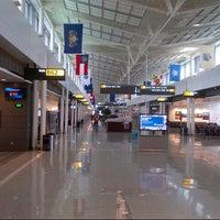 Foto tirada no(a) Gate B72 por Nico R. em 10/25/2012