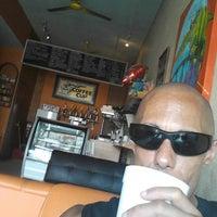 Foto tomada en The Coffee Cup por Larry H. el 11/6/2013