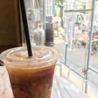 Das Foto wurde bei Sarutahiko Coffee & TiKiTaKa Ice Cream von Chie am 7/31/2018 aufgenommen