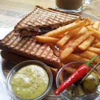 Das Foto wurde bei Toasteria Cafe von Denise am 12/27/2012 aufgenommen
