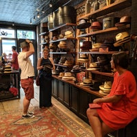 Foto tirada no(a) Goorin Bros. Hat Shop - West Village por Ilian G. em 7/1/2018
