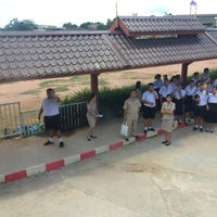 Photo taken at โรงเรียนเชียงคำวิทยาคม Chiang Kham Wittayakom School by Kk 🦁 on 8/24/2015