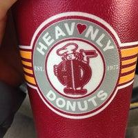 Foto scattata a Heav'nly Donuts da Meg G. il 11/22/2013