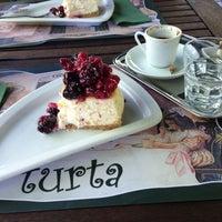 5/26/2013 tarihinde Meltem K.ziyaretçi tarafından Turta Home Cafe'de çekilen fotoğraf