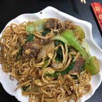 Foto diambil di Lan Zhou Handmade Noodle & Dumpling oleh Melissa Y. pada 9/17/2018