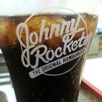 Foto tomada en Johnny Rockets por Nicolas F. el 5/4/2013