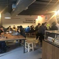 Foto tomada en East One Coffee Roasters por Alexa S. el 3/30/2018
