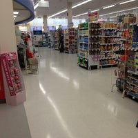 Photo taken at Shoppers Drug Mart by Steven L. on 9/19/2013