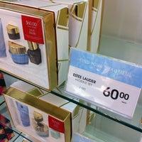 Photo taken at Shoppers Drug Mart by Steven L. on 10/24/2012