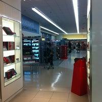 Photo taken at Shoppers Drug Mart by Steven L. on 12/13/2012