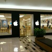 Photo taken at Apple by Masashi I. on 5/14/2013