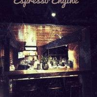 รูปภาพถ่ายที่ Espresso Engine โดย Heidi U. เมื่อ 3/21/2017
