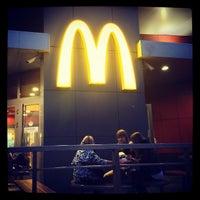 Foto tirada no(a) McDonald's por Alexander T. em 4/16/2013