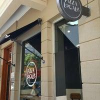 10/30/2015 tarihinde Evren O.ziyaretçi tarafından Pizza Locale'de çekilen fotoğraf