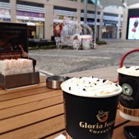 Photo taken at Gloria Jean's Coffee's by M. Uğur A. on 2/5/2015