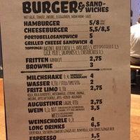 Das Foto wurde bei Mam-Mam Burger von Simon am 11/18/2014 aufgenommen