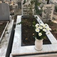 Photo taken at Soğukkuyu Mezarlığı by Nihan Aydın K. on 8/29/2017