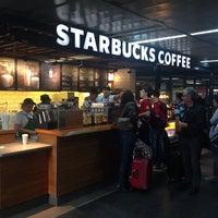 Foto tirada no(a) Starbucks por Renato L. em 10/7/2013