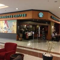 Foto tirada no(a) Starbucks por Renato L. em 1/23/2013