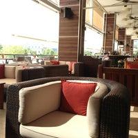 7/18/2013 tarihinde Tamer Hatip ت.ziyaretçi tarafından Hilton Istanbul Executive Lounge'de çekilen fotoğraf