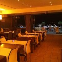 Photo prise au Theodosi Restaurant par Massimo P. le9/21/2013