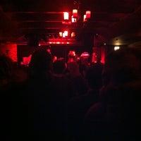 Photo prise au Cobra Lounge par Benjamin R. le11/4/2012