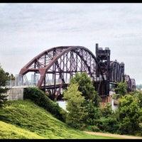 Foto tomada en Clinton Presidential Park Bridge por Anthony C. el 10/2/2012