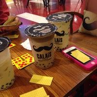 Photo taken at CALAIS Artisan Bubble Tea & Coffee by Anugerah A. on 12/4/2013