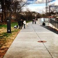 Das Foto wurde bei Atlanta BeltLine Corridor at Irwin St. von Sean H. am 12/9/2012 aufgenommen